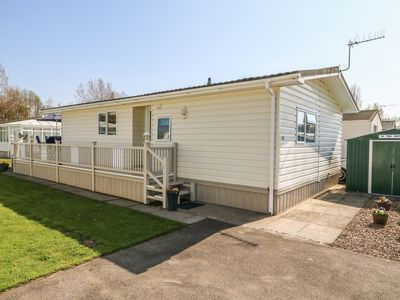 Photo for 93 VINTAGE, family friendly, with pool in Skegness, Ref 974237