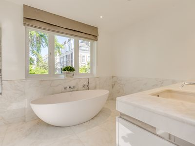 Photo for Contemporary Family Home in Best London Location!