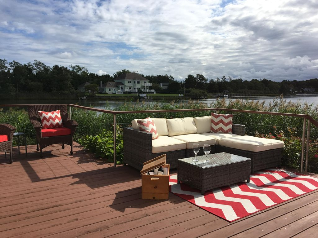 1100 beachwood lane chic waterfront retreat with private for Waterfront retreat