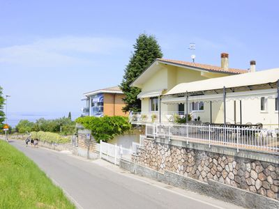 Photo for Just 300 meters from the harbour and sandbeach of Pacengo di Lazise