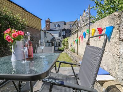 Photo for MEDLAND, pet friendly, with open fire in Chudleigh, Ref 980426