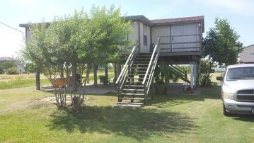 Family Friendly Cabin Good for Bird Watching Close to Crystal Beach & Galveston!