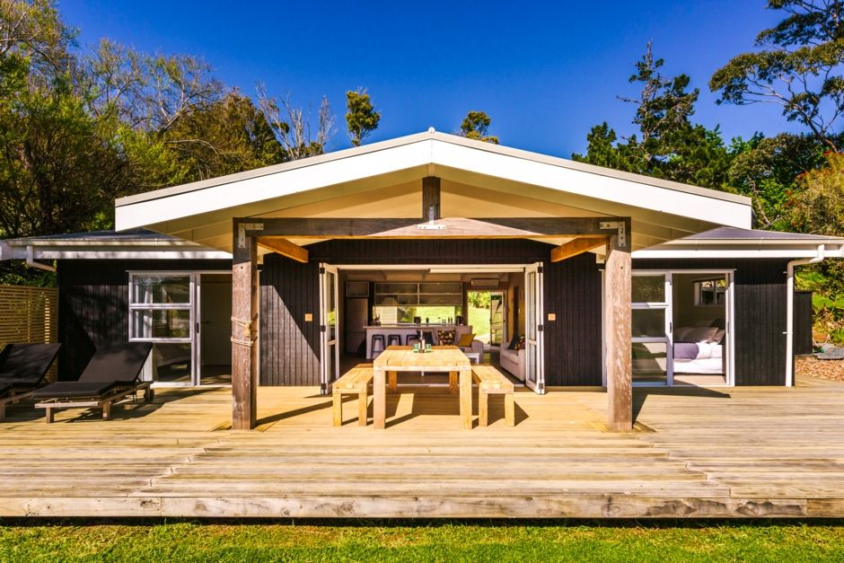 Modern and open plan - the perfect Oneroa base