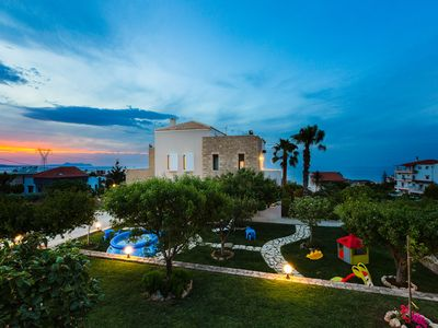Photo for Villa Natura: Large villa with easy access to southern beaches & near amenities