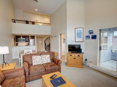 Overlooking Olympic Plaza, Deluxe Condo with Loft. Pool & Hot Tub, Great View