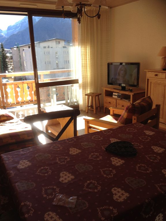 Doorstep skiing apartment 2nd floor elevator garage les for Garage les deux alpes