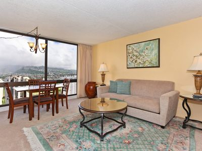 One-bedroom with AC and beautiful Ko'olau Mountain views!  Sleeps 4!