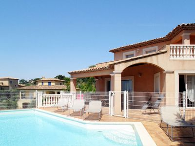 Photo for 4 bedroom Villa, sleeps 8 in Sainte-Maxime with Pool, Air Con and WiFi