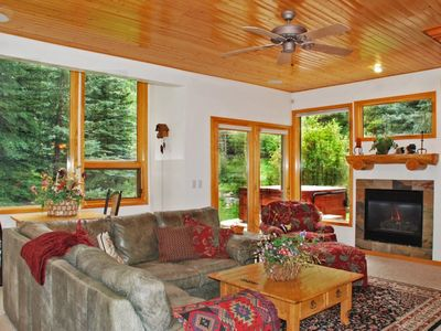 Photo for Beautiful 4 bedroom home/hot tub/on bus route