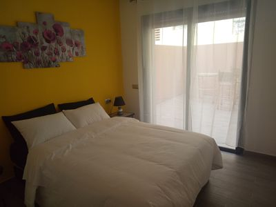 Photo for Modern F3, 2 SUNNY TERRACES, Parking, Downtown