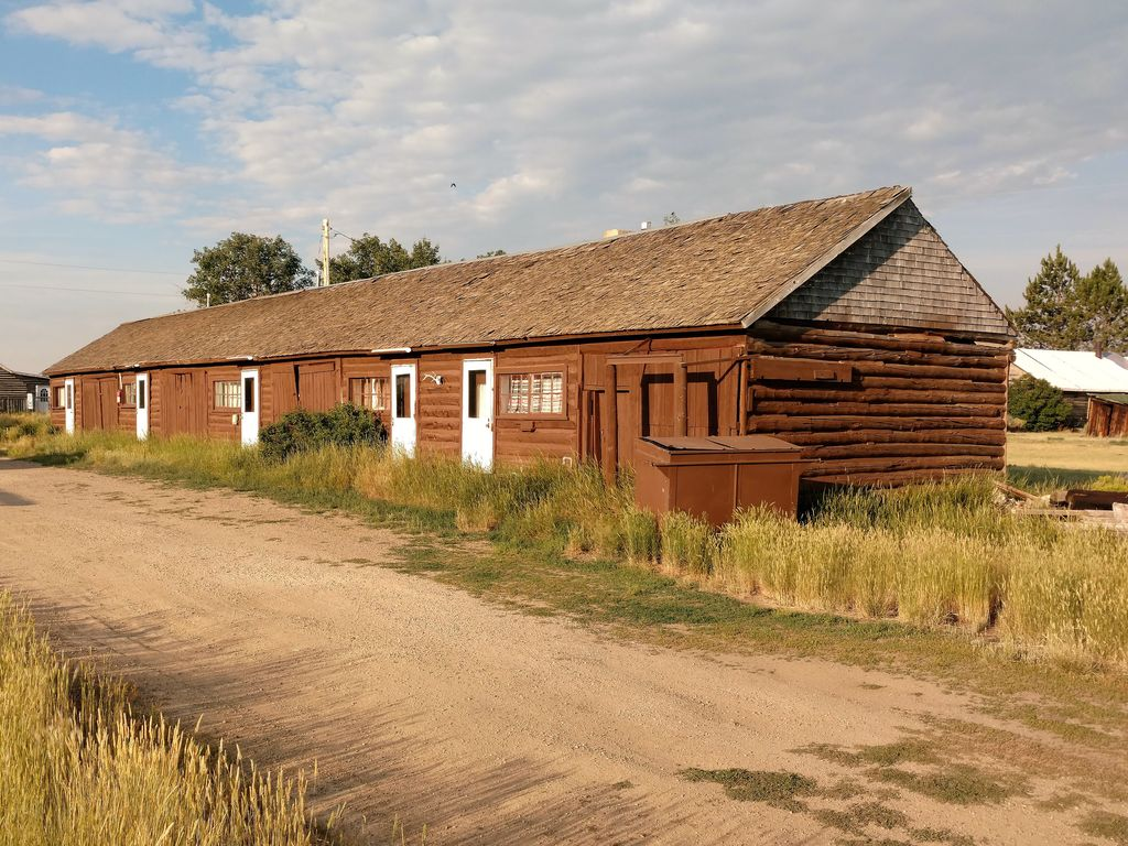 Grizzly lodge hunting fishing camp cabin 5 cowdrey for Colorado fishing lodges