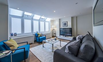 Mayfair Luxury Three Bedroom, Two Bathroom Apartment with Air Conditioning