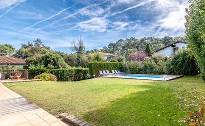 Photo for Large villa with pool, 10 minutes walk from the beach of Madrague and golf