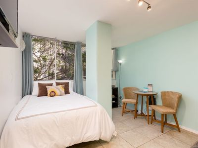 High-Style Studio w/Kitchenette, Tile Floor, WiFi, DVD, Flat Screen+AC–Waikiki Grand 503