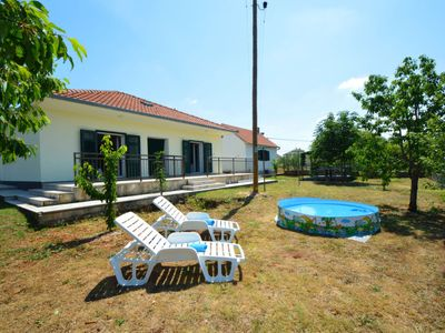 Photo for 2 bedroom Villa, sleeps 5 in Unešić with Pool, Air Con and WiFi