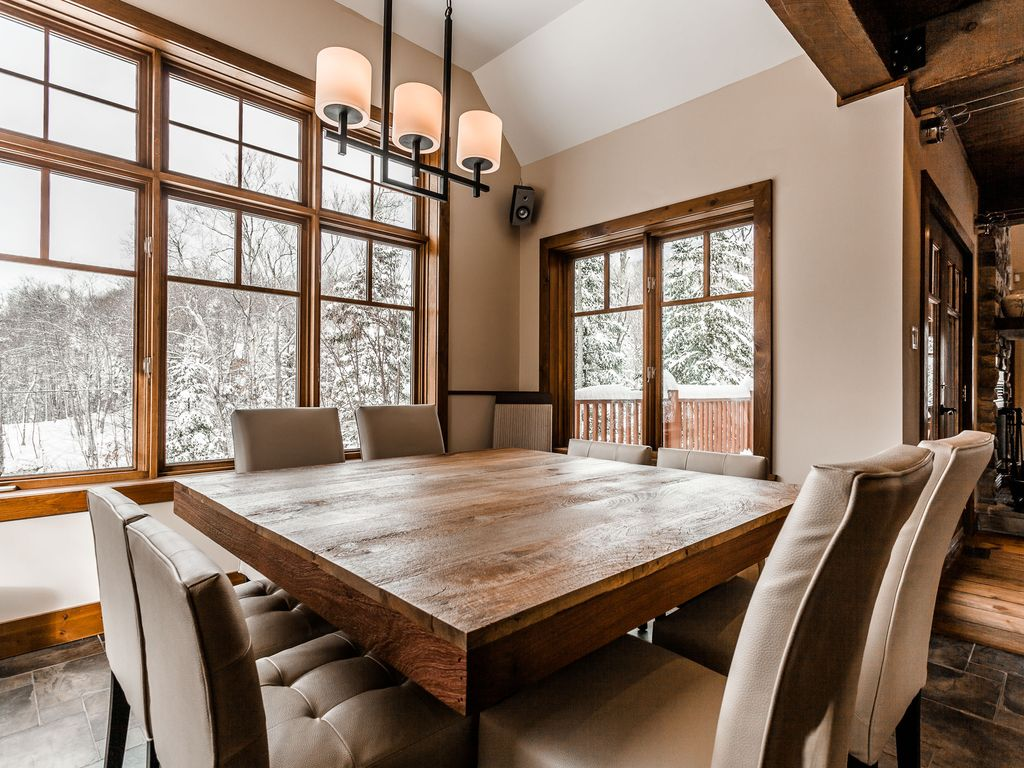 Chalet le mont blanc near mont tremblant 12 persons 5 for Table 30 personnes