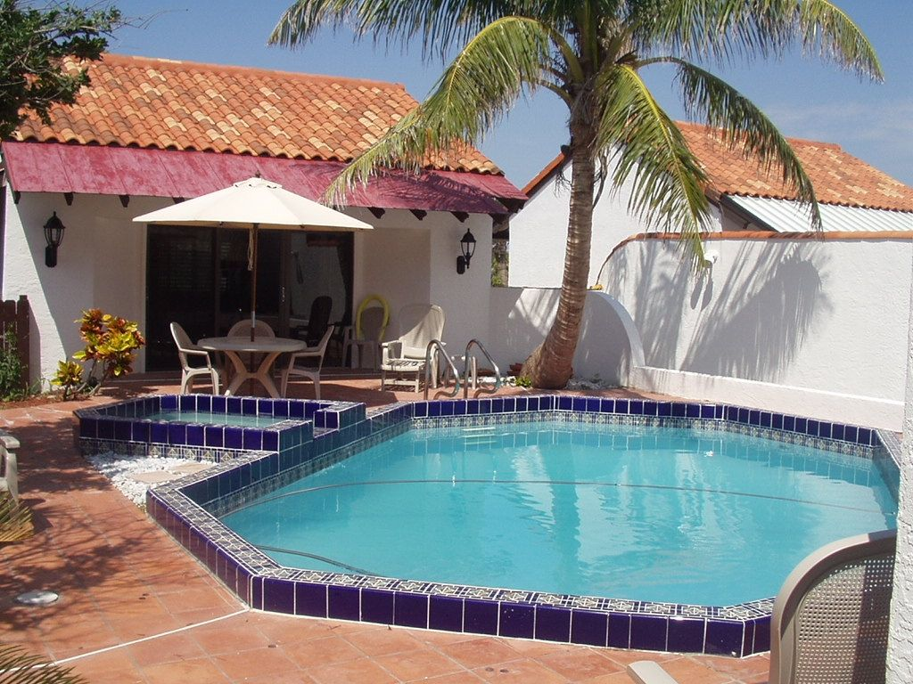 Elegant oceanfront private pool 4000 sq f homeaway for Vacation rentals with private swimming pool
