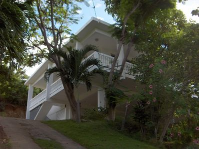 Large 3 bedroom house offering panoramic ocean views