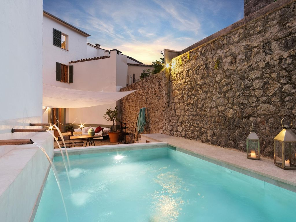 Townhouse with private pool in Pollensa-Mallorca