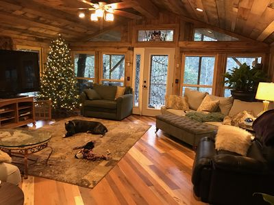 Cliffhanger Romantic Cabin, Welcome Gift Private and Pet Friendly!