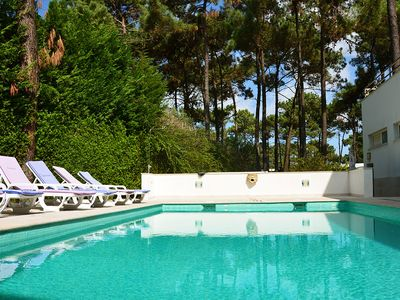 Photo for Modern villa for 8 with swimming pool, located in Aroeira