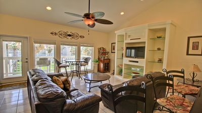Gorgeous Resort Condo next door to Waterpark By Rent On Padre