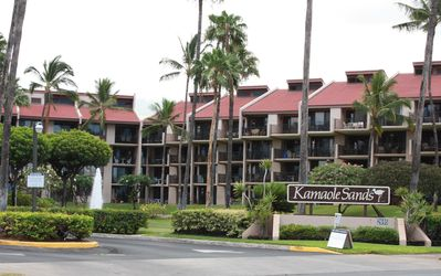 Kamaole Sands, sits on 13 acres and offers tropical surroundings at every turn.