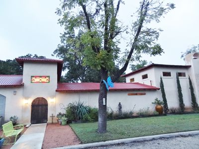 Welcome to your private hideaway! Convenient to Main St & attractions.