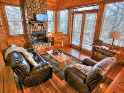 Bear Hollow- Perfect for Couples w/ Tons of  Room, 2 Fireplaces, Pool Table, Jauzzi Bath