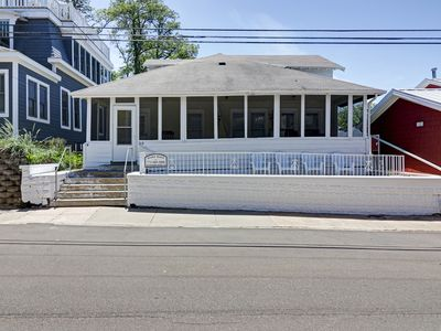 Photo for TOO QUTE! BEACH COTTAGE: NORTH BEACH! 4 BEDROOMS!  2.5 BATHS!