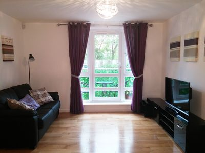 Photo for Edinburgh Holiday Apartment - Close to all Major City Attractions FREE Parking