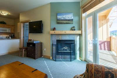 Livng Room/ Sleeper Sofa Pull Out/ fireplace/flat screen tv