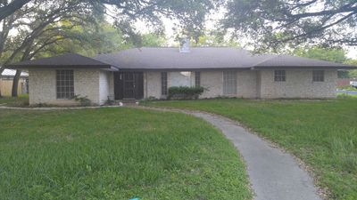 Photo for Family-neighborhood-pet friendly 10-15 minutes from the airport and splashtown