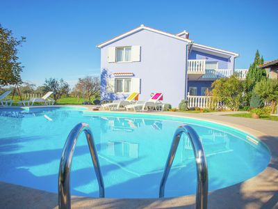 Photo for Standard three-bedroom apartment with terrace, shared pool, wifi and A/C