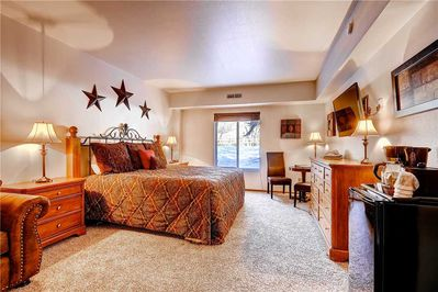 Spacious room king bed - Park City Lodging-Park Station 214-2-Master