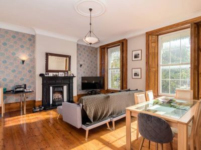 Photo for Stylish 1 bed near Greenwich for 4!