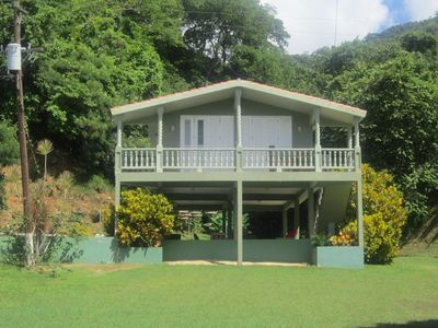 Casa Caribe Del Vista Beach Cottage set againt the rain forest