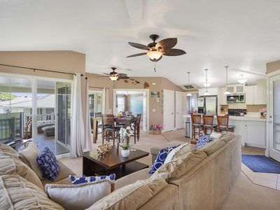 Photo for Beautifully decorated condo w/shared pool & hot tub