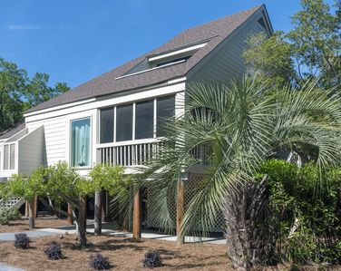 Beautifully remodeled Spinnaker with two bedrooms, two bathrooms, screened porch!