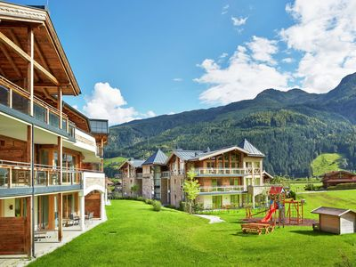 Photo for Large luxurious apartment with 4 bedrooms, directly by the piste