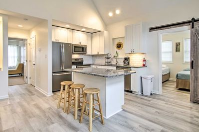 You'll love cooking in this modern and fully equipped kitchen!