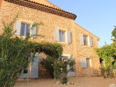 Photo for Lovely cottage with pool, Luberon