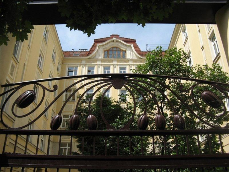 Spectacular Location, Imperial Charm, 1Bed Apt. 2 Min to U1 Free Airport Pickup!
