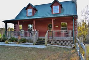 Photo for 2BR House Vacation Rental in Hendersonville, North Carolina