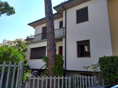 Photo for Spacious villa with a quiet garden, fresh and close to the sea