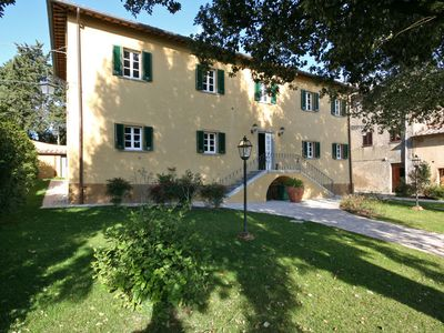 Photo for Cosy apartment with pool, WIFI, TV, pets allowed and parking, close to San Gimignano