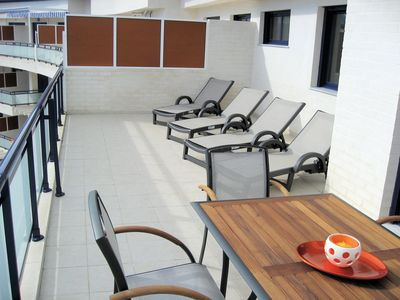 Sun loungers on the large terrace (6)