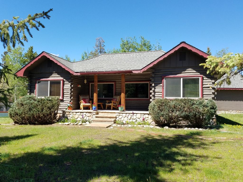 Original lake dillon cabin in town and pet friendly for Pet friendly colorado cabins