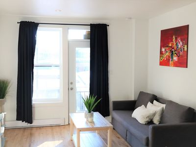 Photo for Charming apartment with 2 balconies in the Plateau.