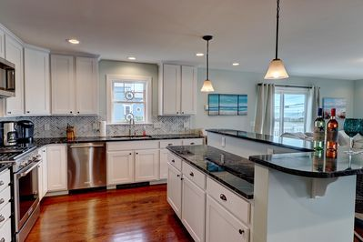 Kitchen and island. Granite counters, stainless appl.